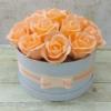 Kép 1/3 - Barackszínű rózsabox - 18 szálas