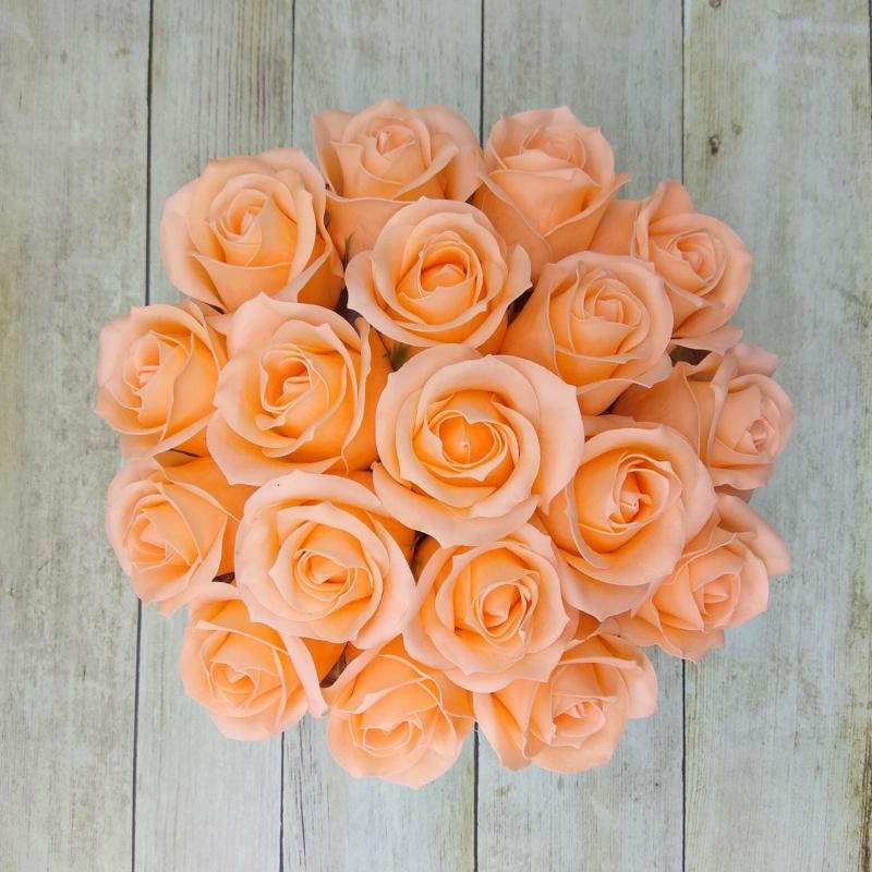 Barackszínű rózsabox - 18 szálas
