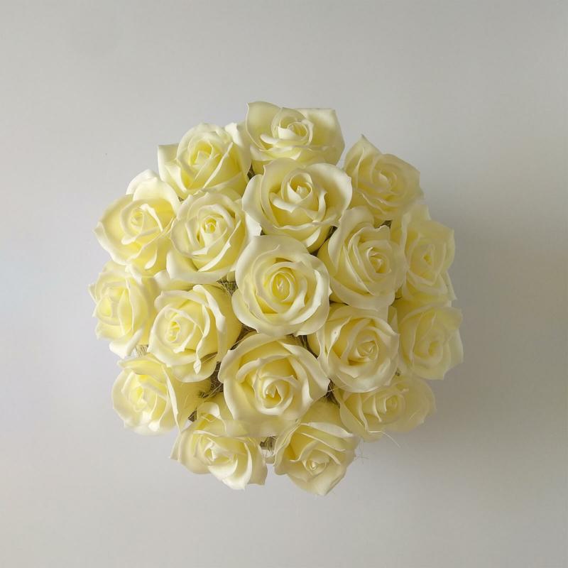 Illatos rózsabox krémszínű- 18 szálas